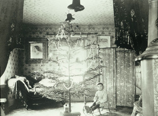 Christmas-in-Orson-Reynolds-House-ca.-1880