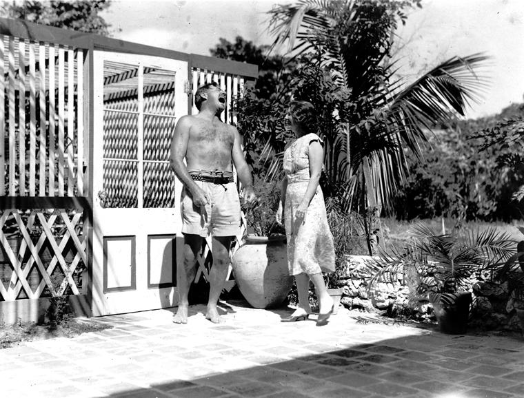 Hemingway_at_pool_760_578_100.jpg